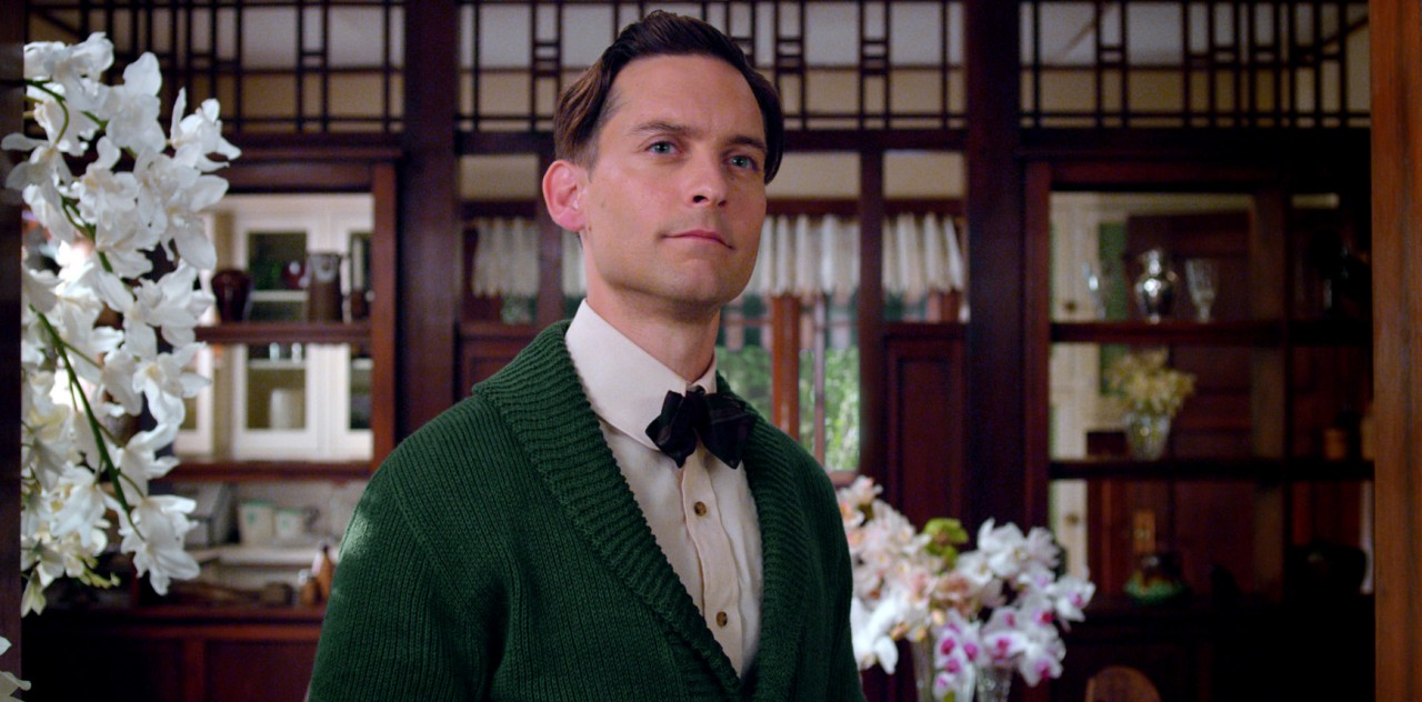 comparison between nick carraway and jay